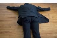 Nicole Panneton - Le manteau me transforme 2 - Action performative en atelier - Manteau - Autre espace temps - 2014