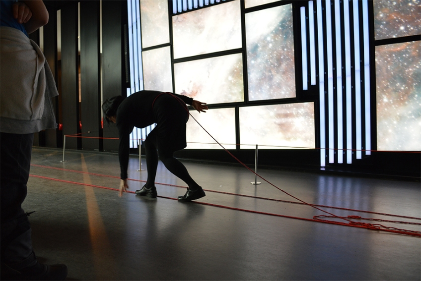 Nicole Panneton - Déambulation dans un lieu incertain - Performance - Art Souterrain Mise en lumière - Place des arts - Montréal - Crédit photographique Evelyne Bouchard - 2013