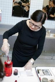 Nicole Panneton - L'immuabilité du rouge - Performance - Habiter l'École - École Jean-Baptiste Meilleur - 2015 - Crédit photographique Julie Laurin