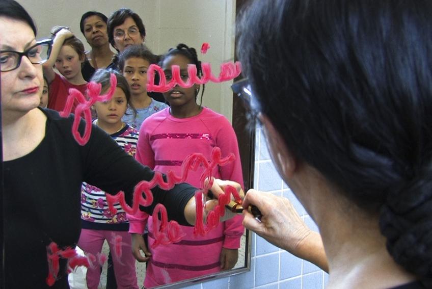 Nicole Panneton - L'immuabilité du rouge - Performance - Habiter l'École - École Jean-Baptiste Meilleur - 2015 - Crédit photographique Jonathan Roy