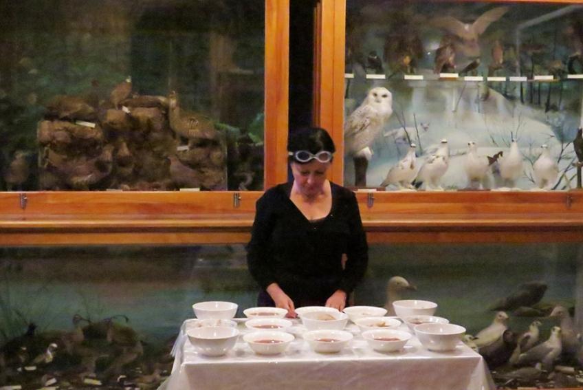 Nicole Panneton - De nature insolite - Performance - ORANGE - Les viscéraux une esthétique de l'appétence - La Pocatière - 2015 - Crédit photographique Pilar Macias