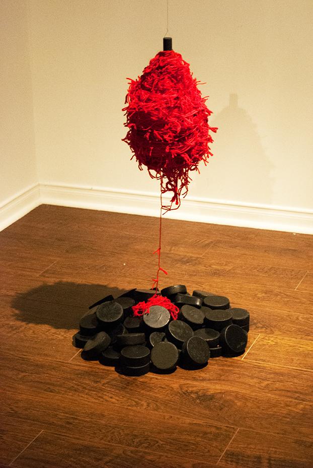 Nicole Panneton - Le pendule - Installation - Projet Des mailles et des mots - 2015 - Crédit photographique Nicole Panneton