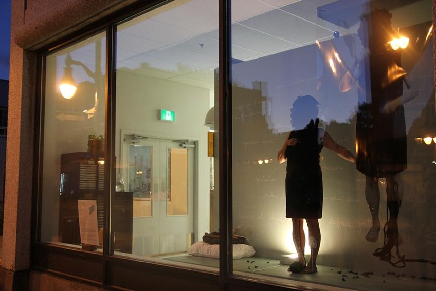 Nicole Panneton - Taire ce qui ne peut être dévoilé - L'Écrin - L'imprimerie centre d'artistes - Performance du 11 juillet 2018 - Crédit photo Caroline Boileau - IMG_0182