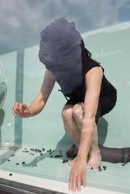 Nicole Panneton - Taire ce qui ne peut être dévoilé - L'Écrin - L'imprimerie centre d'artistes - Performance du 20 juin 2018 - Crédit photo Mariane Stratis - IMG_5650